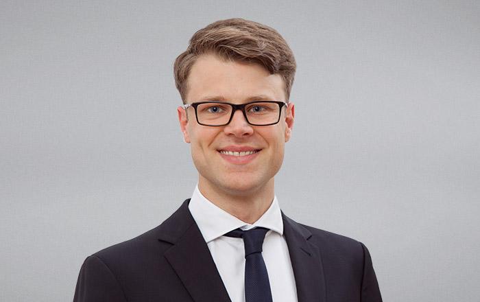Dr. Maximilian Decker